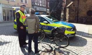 POL-HM: Polizei kontrolliert Fahrradfahrer in Fußgängerzone - positive Resonanz bei den Passanten