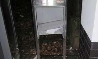 POL-HM: Briefkasten des Jobcenters vermutlich durch Böller zerstört
